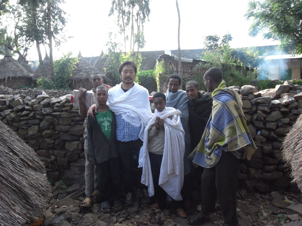 (About the photo)With future clergymen, a group of Ye'kolo-temari.