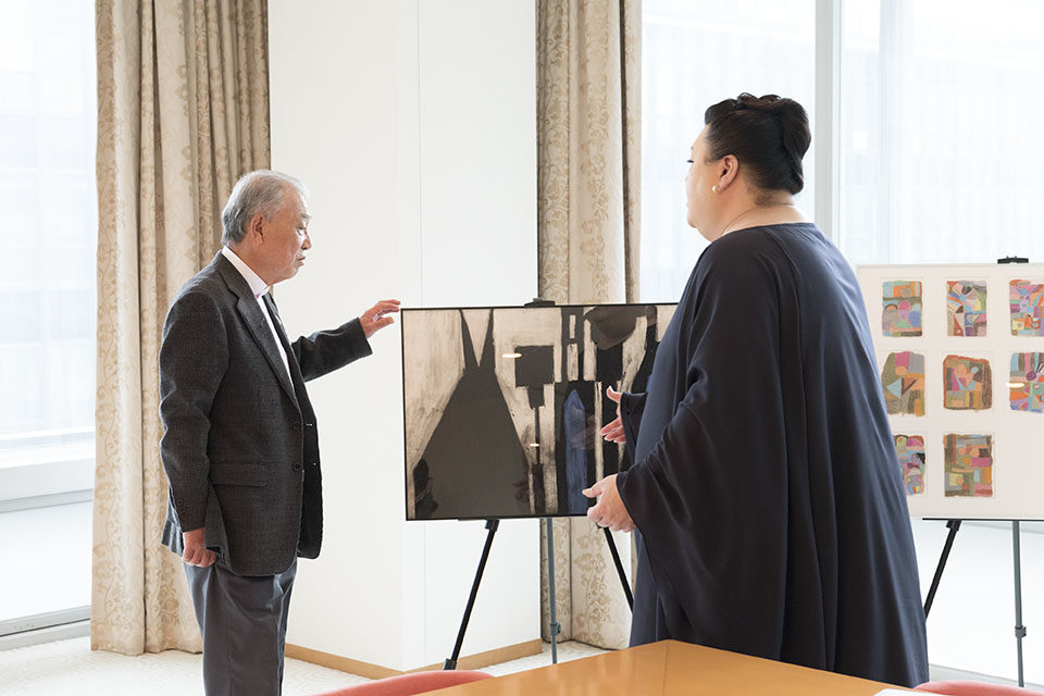 "(About the photo)Matsuko and Sasakawa look at some 40 artworks from the 622 pieces in the collection acquired by the Nippon Foundation after the exhibition ""Art Brut Japonais."""