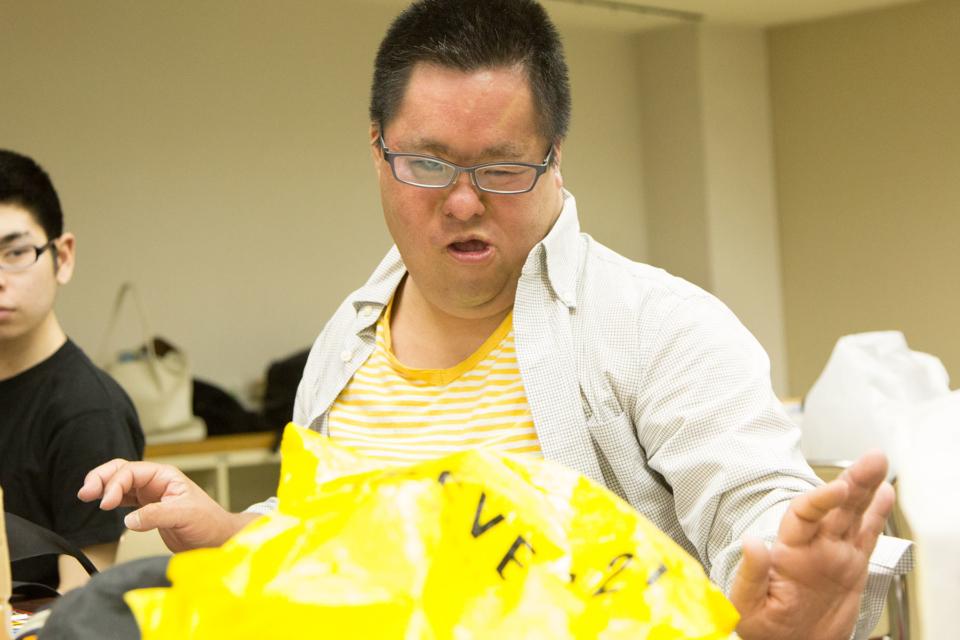(写真について)京太郎くん。〈アトリエ・エー〉一番の古株。カメラを向けると大見得(おおみえ)を切ってくれた。