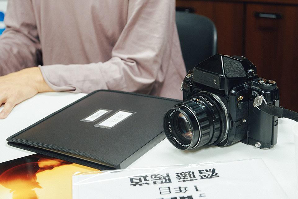 (写真について)齋藤さんが常に持ち歩いているのは、ペンタックス67というフィルムカメラ「大吾郎」。