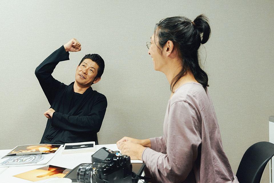 (写真について)雅哉の部屋に飾られた写真を「すごく男らしくて永瀬さんらしい」と齋藤さんに褒められて、ガッツポーズで喜ぶ永瀬さん。