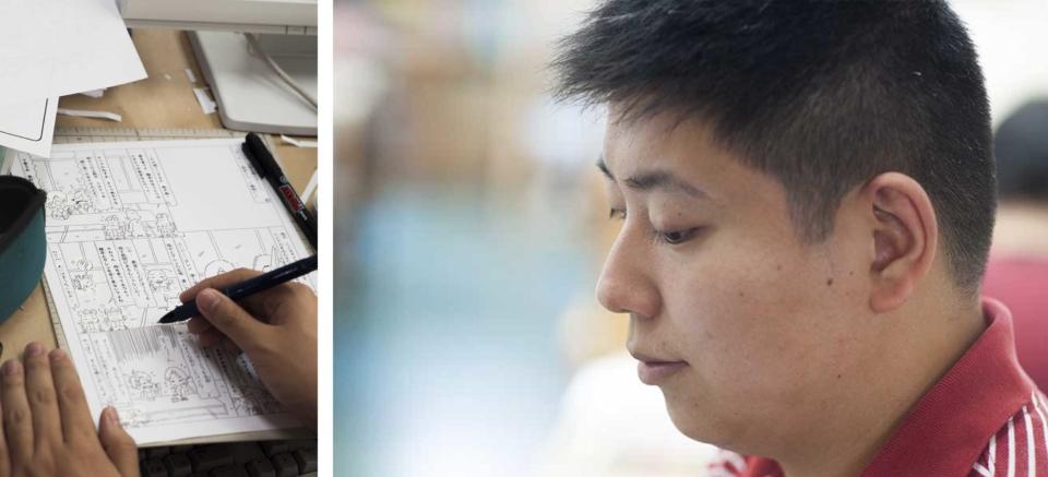 (写真について)〈工房集〉でマンガ『レインボーフレンズ』シリーズを描く関翔平さん。