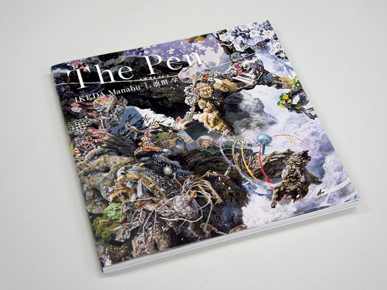 (写真について)布施さんが実際観たという、池田学さんの大規模展覧会「The Pen -凝縮の宇宙-」展。その図録兼書籍 『The Pen』(発行:青幻舎)には、過去最大(3×4m)の最新作と自選100点が収録されている。 写真提供:青幻舎
