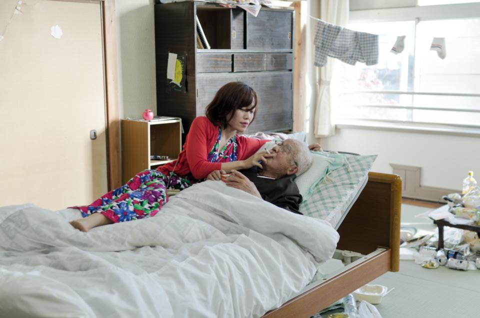 (写真について)菅原さん主宰の劇団〈「老いと演劇」OiBokkeShi〉3作目の公演『BPSD』のワンシーン。