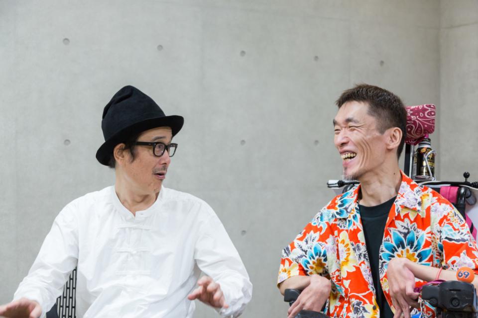 (写真について)リリー・フランキーさん(左)と熊篠慶彦さん(右)。