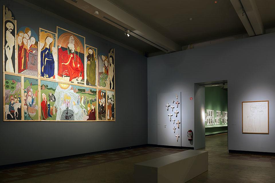 (写真について)左の壁に展示されているのはジェラールさんの大作《神秘の子羊》。