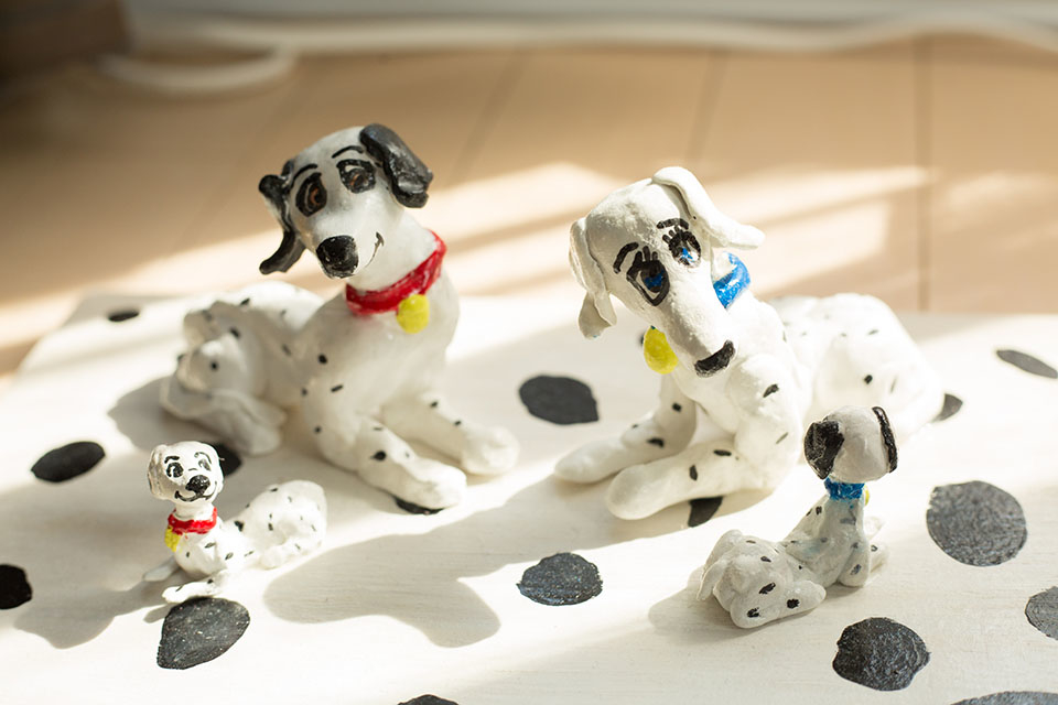 """(About the photo)His sculpture """"One Hundred and One Dalmatians"""" made of paper-mache is currently growing in numbers."""