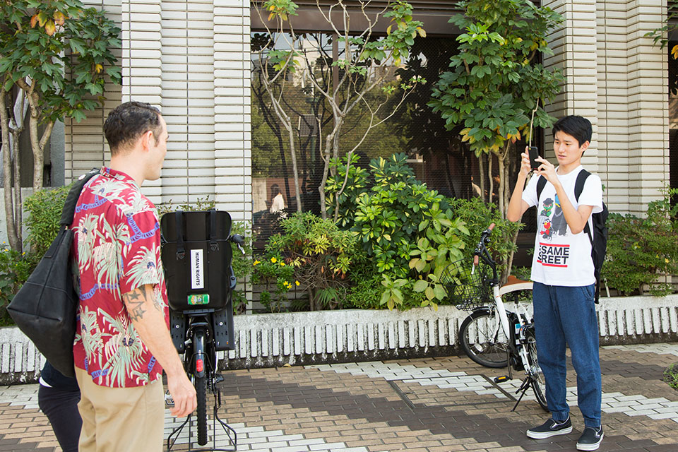 """(About the photo)Ryunosuke shouts: """"I will take a picture!"""" triggering a nervous smile in everyone. The pictures taken are saved as motifs later to be developed into drawings whenever he likes."""