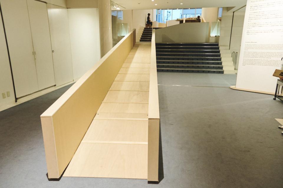 (写真について)入り口の正面、エスプラナードへ向かって設置したスロープ。