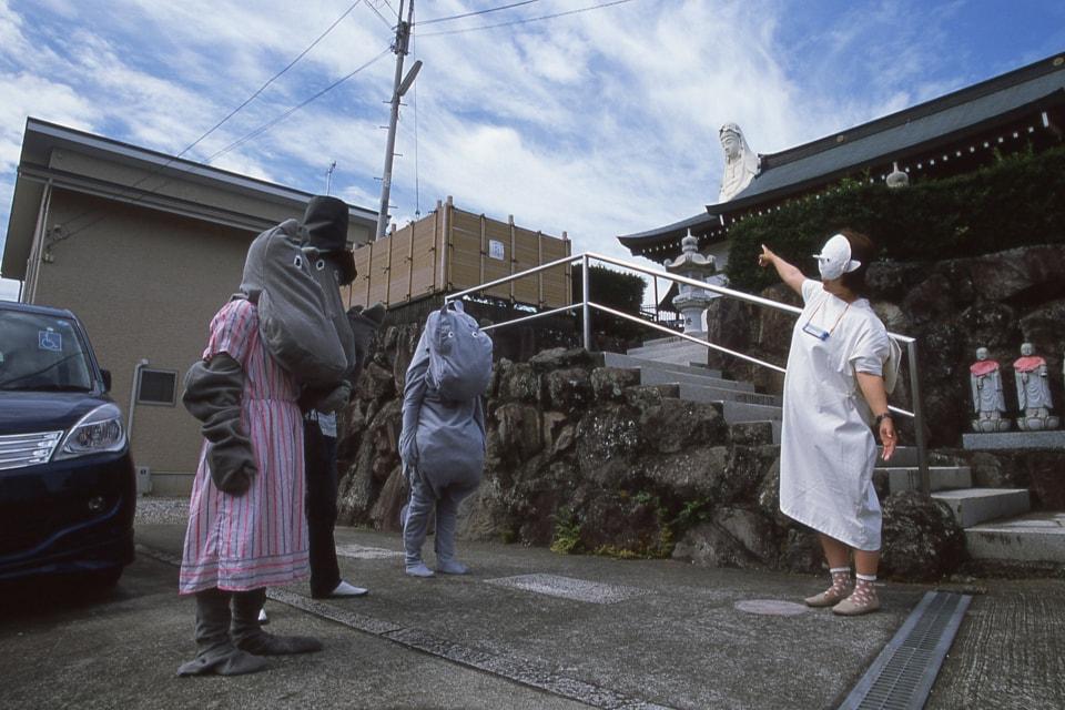(写真について)飯山由貴『海の観音さまに会いにいく』2014年