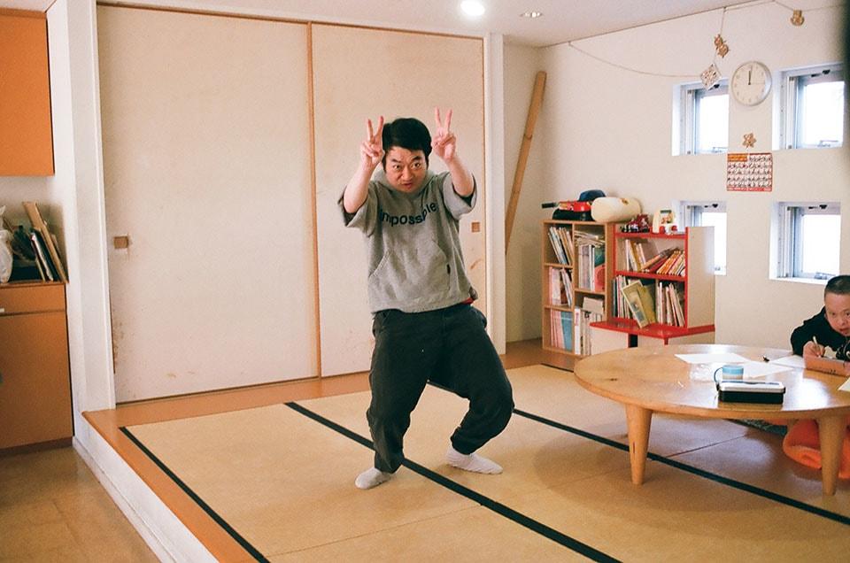(写真について)日常生活訓練室と浴室がある1階も、賑やかなムード。