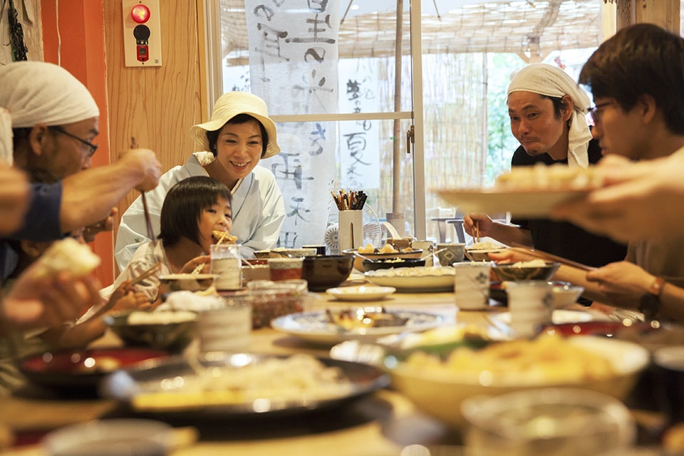 (About the photo)Staff meal eaten together with staff, guests and sometimes neighbors who wandered in freely