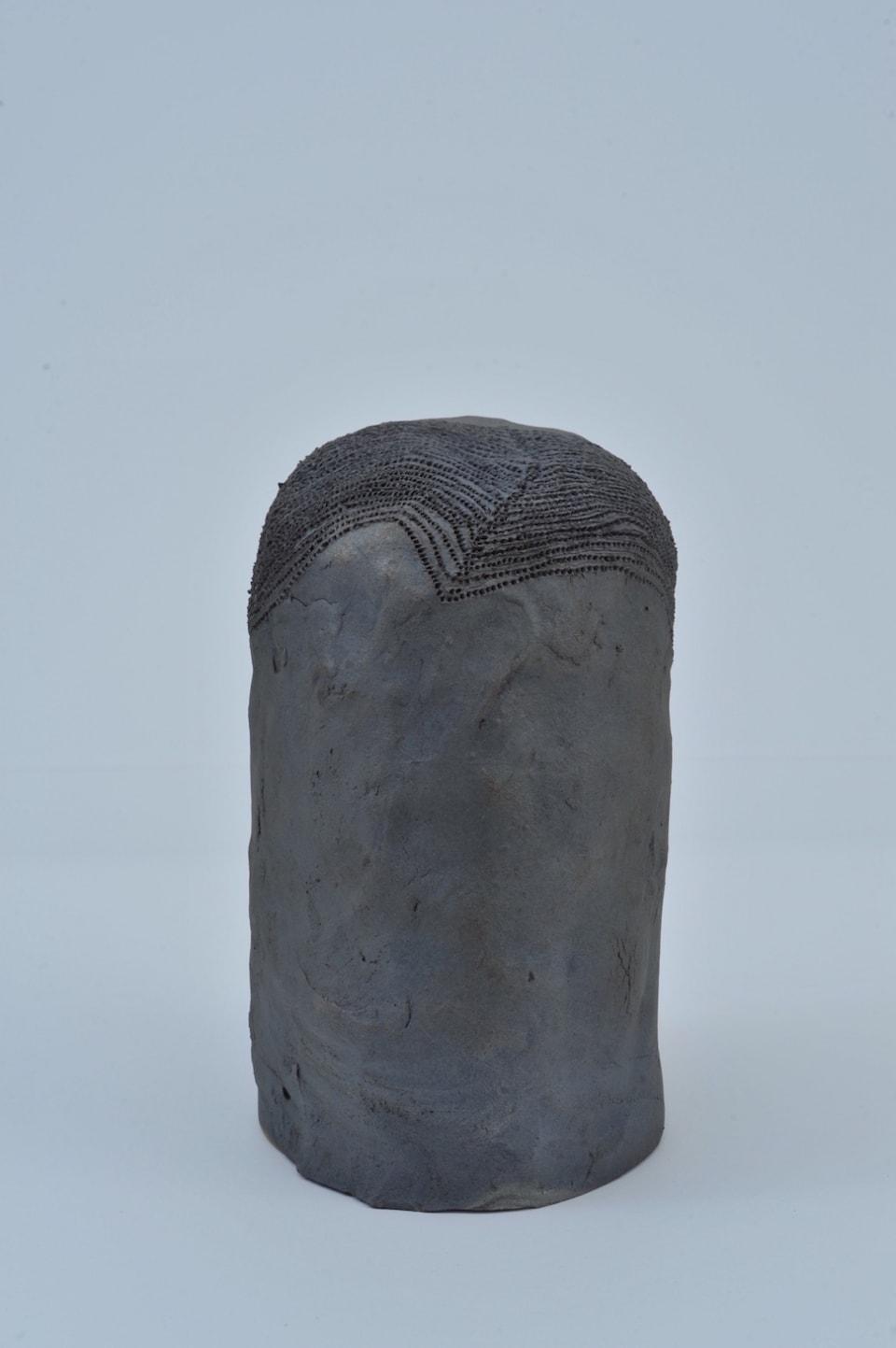 (写真について)吉川秀昭 ≪目・目・鼻・口≫2004 所蔵:日本財団 写真:大西暢夫