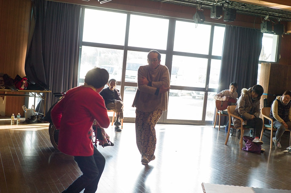 (About the photo)Mr. Sakuma and Ms. Ito synchronizing during their duo dance.