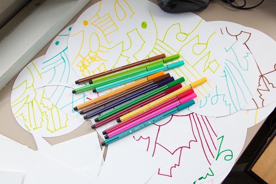 (写真について)この日、描き上げた作品。画用紙の途中で止まっている線が一本もない。
