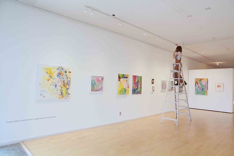 (写真について)毎月展示が変わっていく併設のギャラリー。この日は、ちょうど展示替えの日だった。