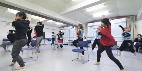 ダンス、演劇、音楽のトレーニングのための「サマースクール2018」と「オープンデイ・ワークショップ」、それぞれの参加者を募集