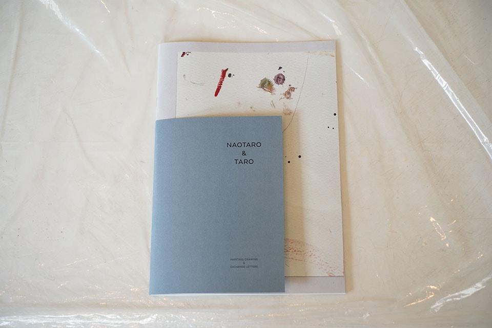 (写真について)矢部さんがデザインを手がけ、太郎くん直太朗くんの絵をまとめたZINE。これがきっかけとなって、麻布十番にある小梅さんのお店〈brownie and tea room〉で展覧会が開かれた。