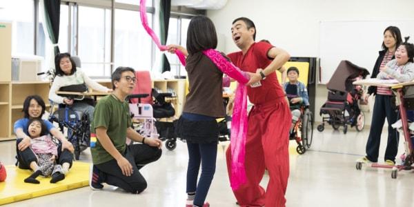 みんなでつくる「お祭り」の時間。NPO法人芸術家と子どもたち(東京)