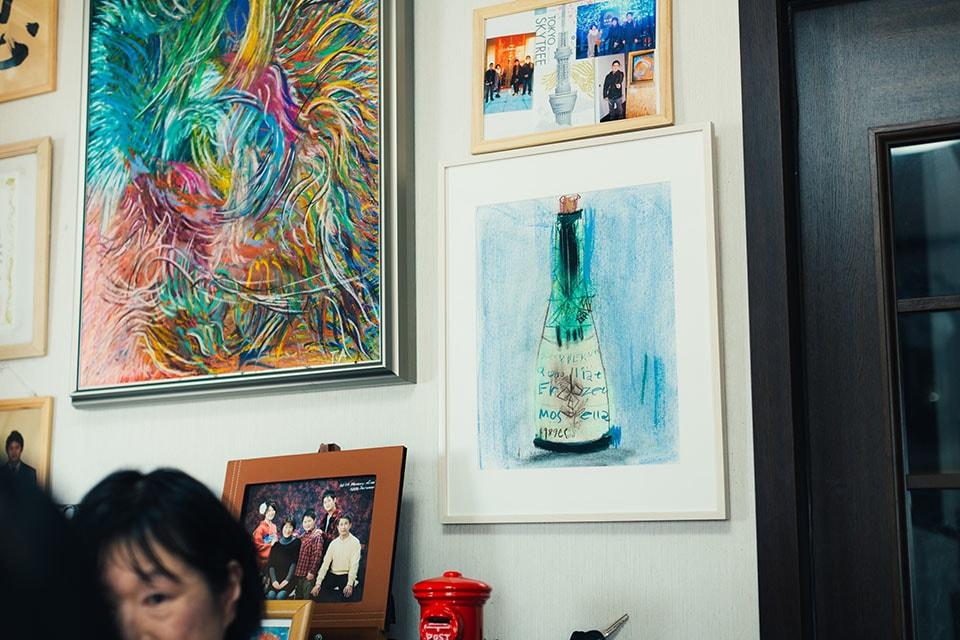 (写真について)絵を始めた頃に書いていたボトルの絵。さまざまな形やラベルを見つけては、モチーフにしていた。