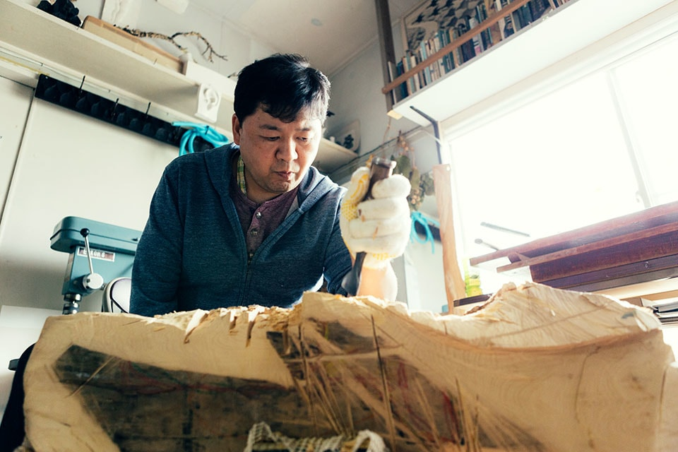 (About the photo)Matsuura at work in his atelier.