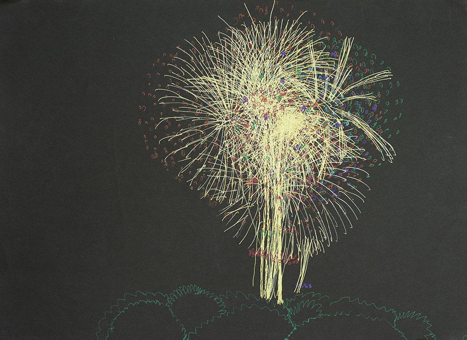 (写真について)もともと花火は白い画用紙に描いていたが、朝妻さんのアドバイスによって黒い画用紙に描くようになった。