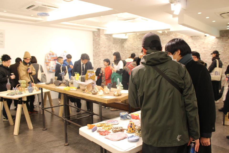 (写真について)〈TOKYO CULTUART by BEAMS〉での展示。他のコラボレーターのとともに今回の取材時に色付けした作品もお披露目された。