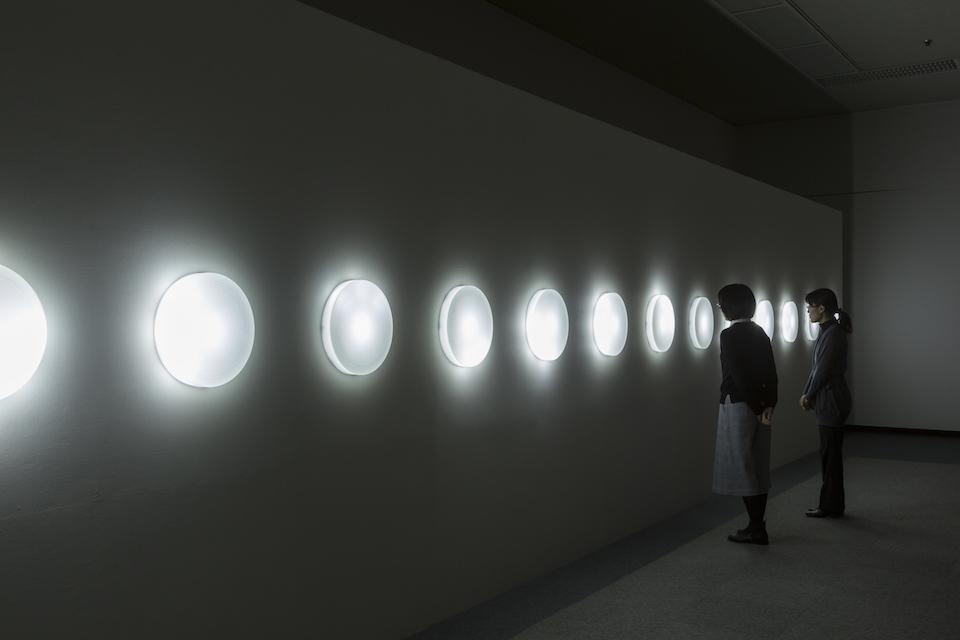 (写真について)岩井成昭『未来への命名/Niigata version』 (2016) 新潟市美術館におけるインスタレーション