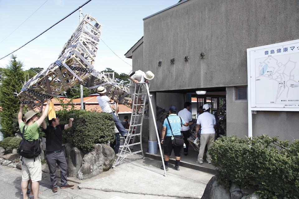 (写真について)悪魔のしるし「搬入プロジェクト #3 豊島 唐櫃公堂計画」2010 撮影:杉田大輔