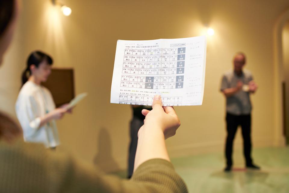 (写真について)「orabu」の歌詞に意味はない。普段パソコンにさわらないベテランの給食調理師がでたらめにキーを叩いたものが歌詞となったこともある。