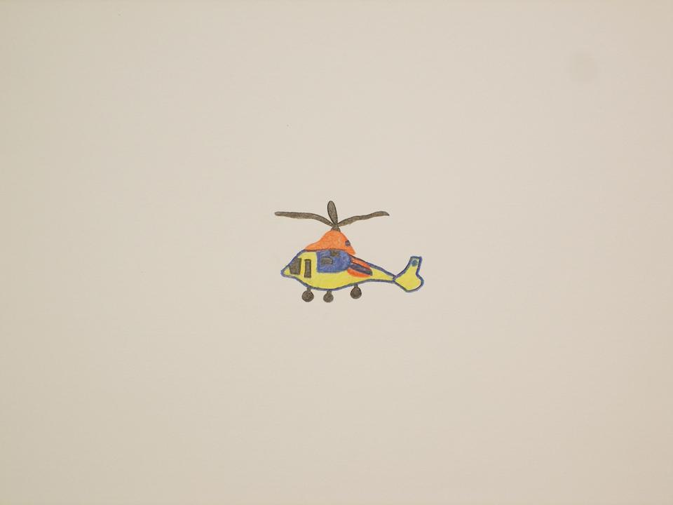 (写真について)佐々木華枝 《ヘリコプター》 アート 佐々木華枝さんの絵は小さい。たっぷり取られた余白は空っぽではなく,空気がつまっているようだ。佐々木華枝さんの作品は,BEAMS×KOBO-SYUのプロジェクトではシャツが製品化された。