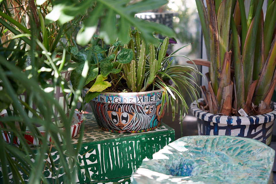 (About the photo)Hand - painted pots (The middle pot is Unoki's work)