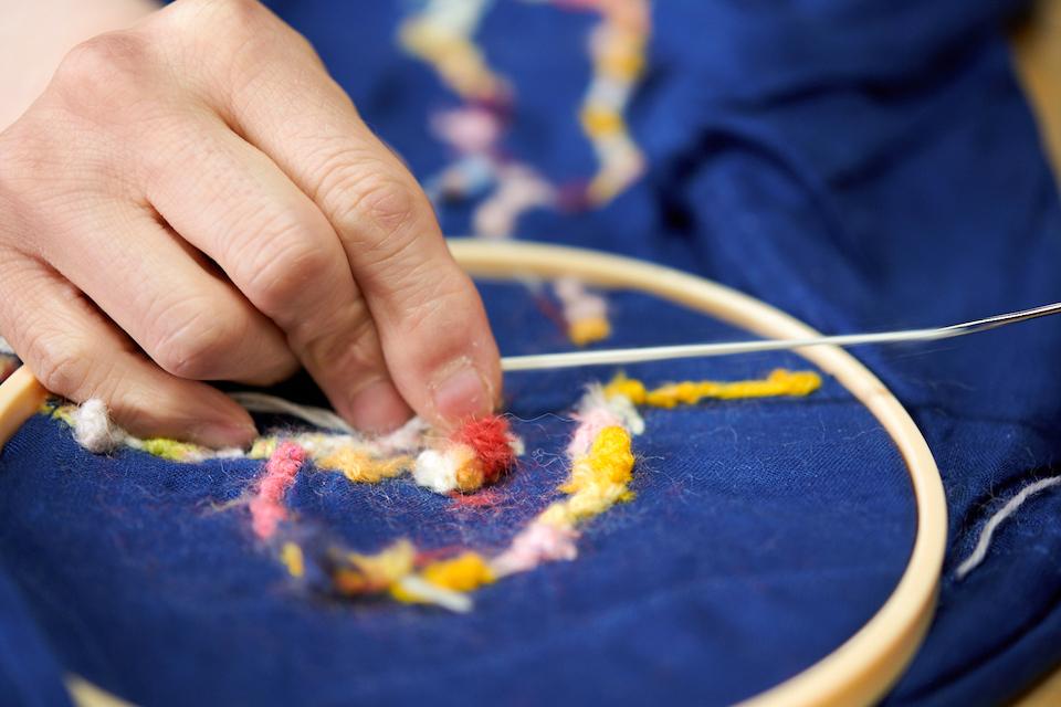 (写真について)近くで見ると、すくわれた糸がふわふわとした柔らかさをだしている。
