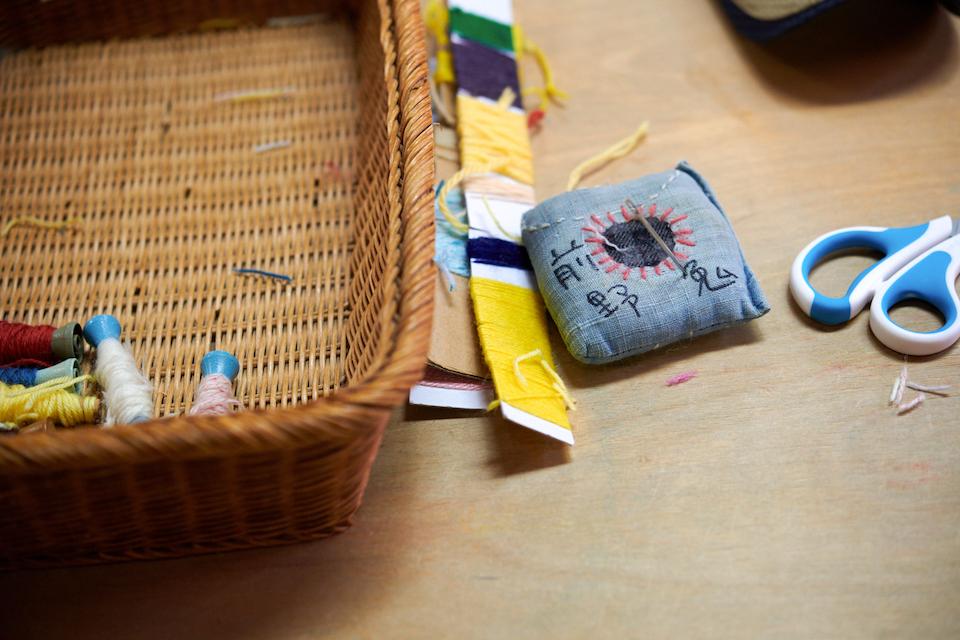 (写真について)糸は職員が小分けにして巻き直したものを、それぞれ好きなものをとってストックしている。