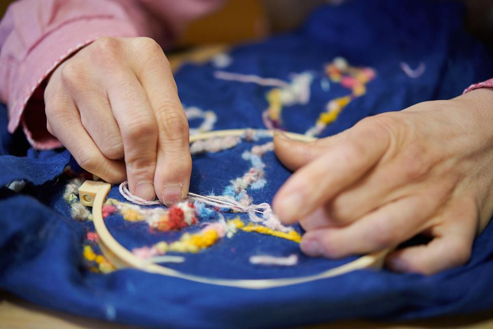 (写真について)糸の上のほうをなんどもすくっていくため、ふわふわにも、立体的にもなる。