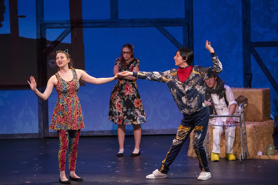(写真について)「HONK!」公演の様子 Michael Ensminger