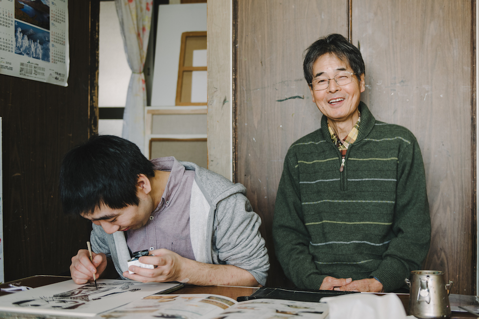 (About the photo)Tanaka retired from the company he had been working for and started the painting class wholeheartedly at the age of 55. He also works as a painter while supervising the class.