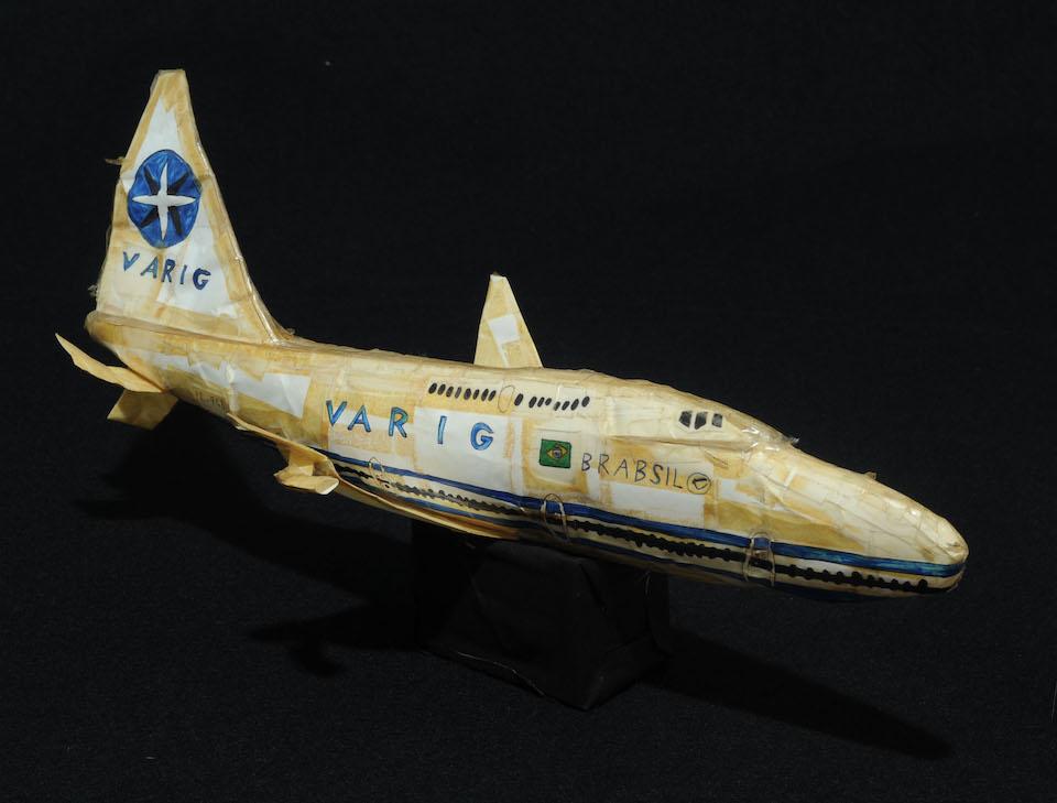 (写真について)「ヴァリグ航空(2)」/165×392×214mm/紙、ボールペン、油性マーカー、セロハンテープ、針金/1998~2000年頃/日本財団所蔵