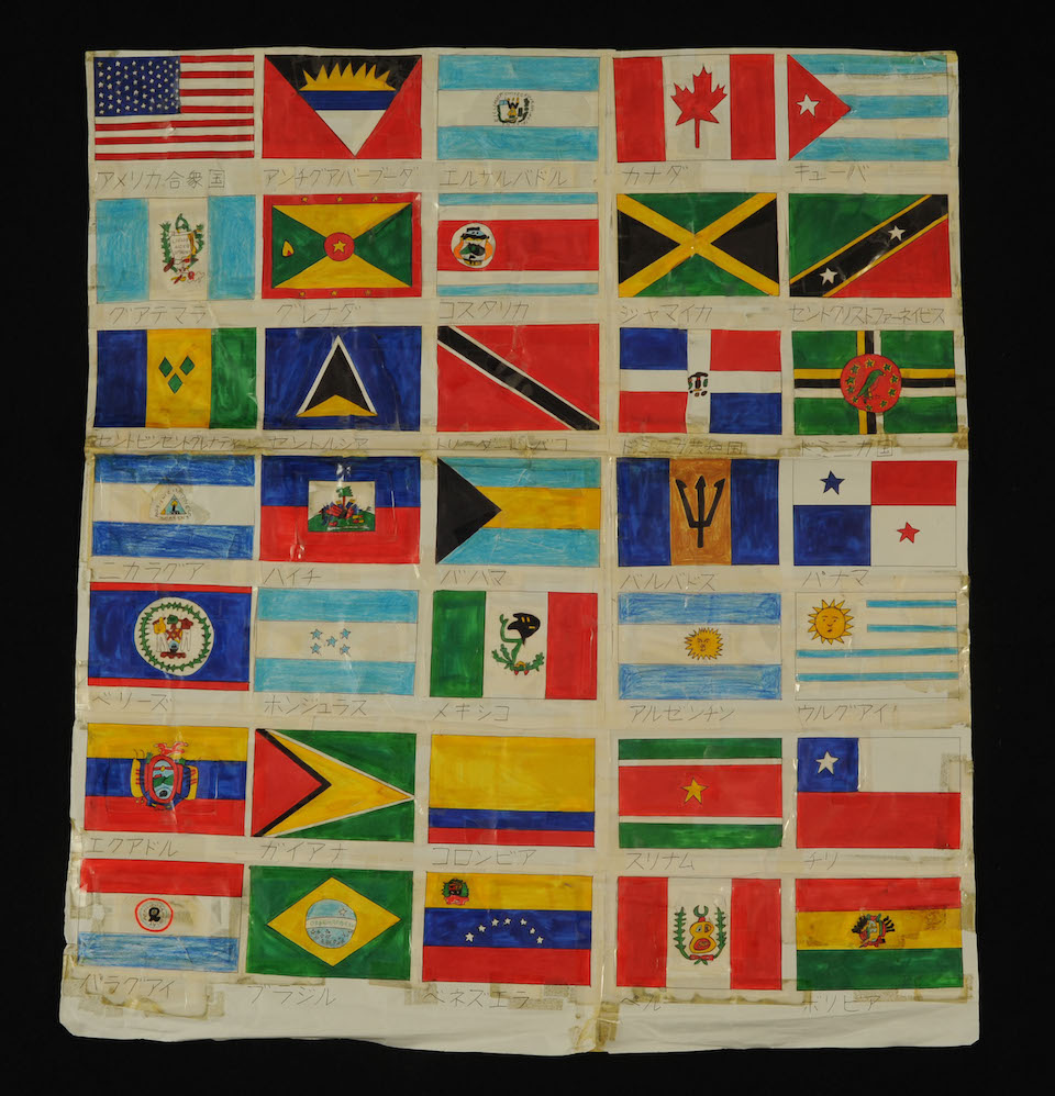 (写真について)「国旗」/620×558mm/紙、色鉛筆、ボールペン、油性マーカー、セロハンテープ/2005年頃/日本財団所蔵