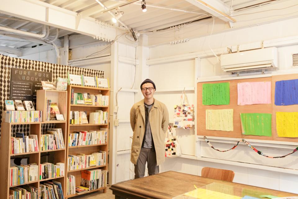 (写真について)自身もリベルテファンというVALUEBOOKSの西山卓郎さん。