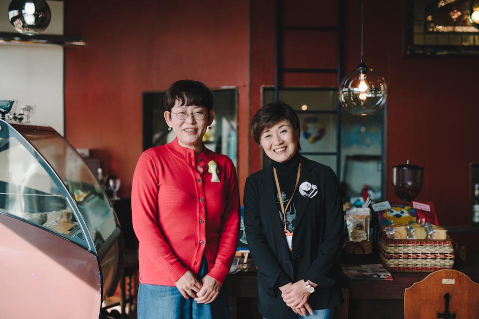 (写真について)現在、<おおいた障がい者芸術文化支援センター>のセンター長を務めている吐合紀子さんと安部さん。