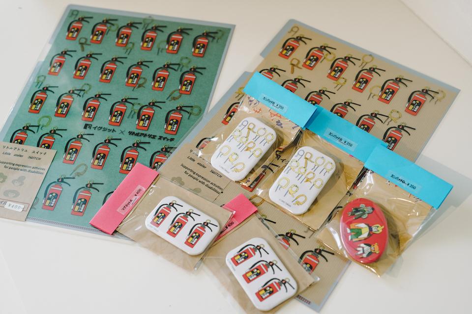 (写真について)マルシェ<ツナグ>の店頭にも並んだ<リトルアトリエスイッチ>の商品の数々。商品の一部は、大分県立美術館(OPAM)でも販売中。