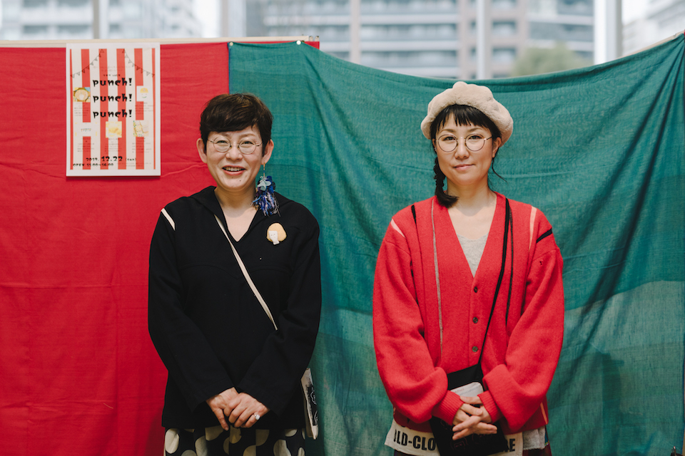 (写真について)古着のリメイクが好きな柳井さん(写真右)は、大分市内で古着屋<each>を運営している。