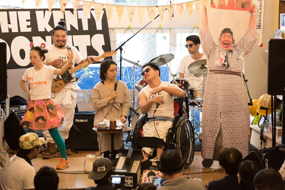 (写真について)3回目となる「スタ☆タン!!3」は2019年11月に開催。平塚の〈studioCOOCA〉からやってきてた「THE KENTY DONUTS」ほか、14組が参加した。