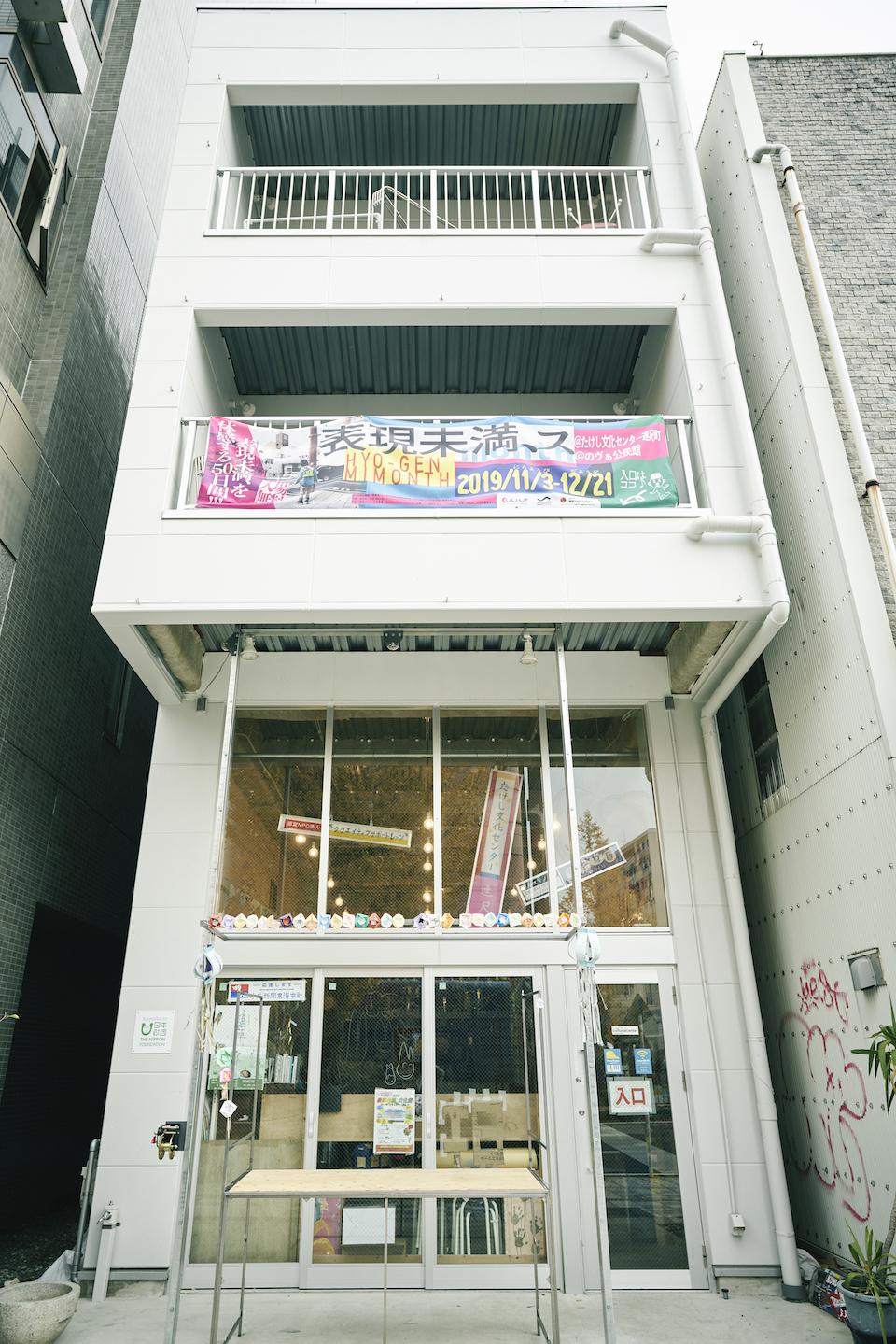 (写真について)浜松駅から徒歩10分の繁華街にある〈たけし文化センター連尺町〉。