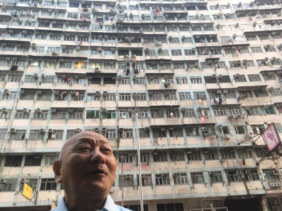 (写真について)香港での井上さんの様子。写真提供:やまなみ工房