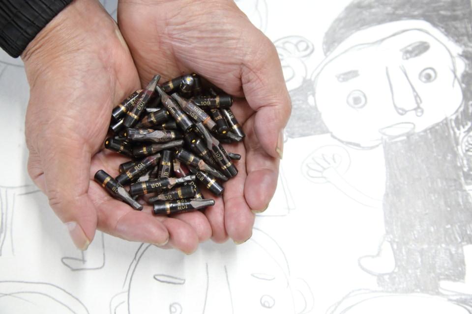 (写真について)井上さんが使った鉛筆。クッキー容器の中に大切に保管されている。